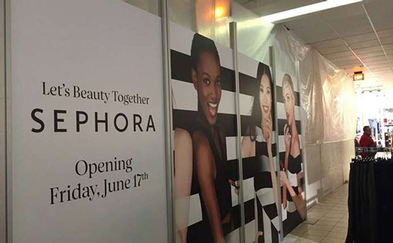 a sign for Sephora