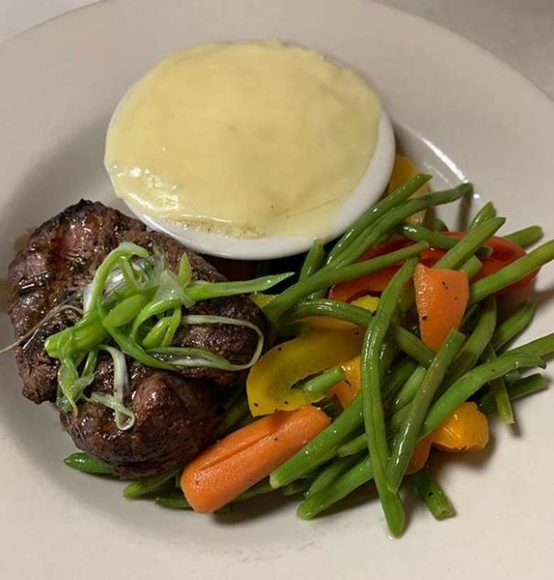 steak and veggies with mashed potatoes and gravy