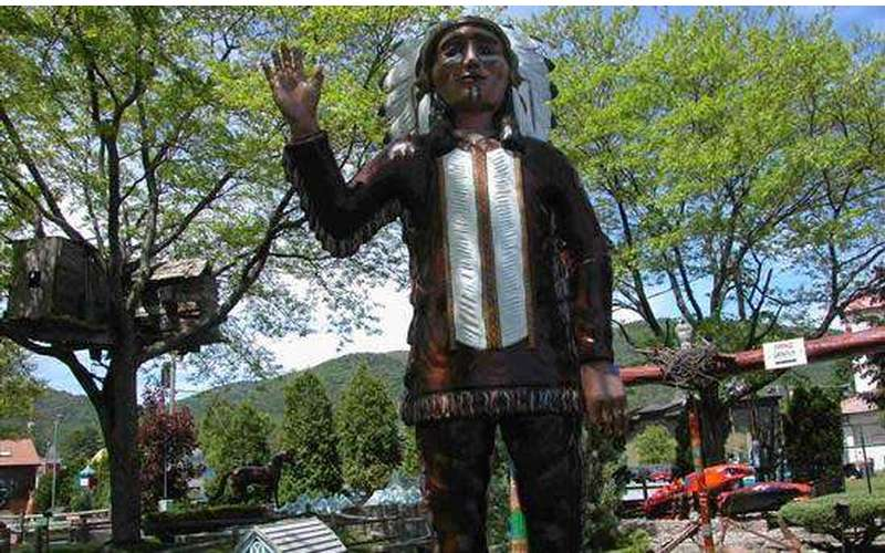 Native American statue at Around the World Golf Course