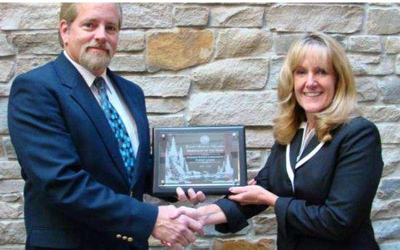 Sue Commanda accepts Corinth Merchant of the Year Award