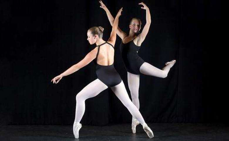 Two girls on pointe