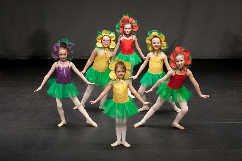 6 young girls dressed as flowers