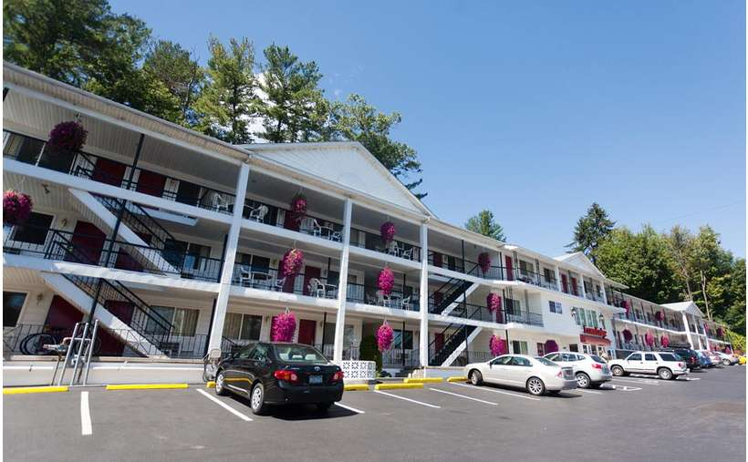 the outside of the motel