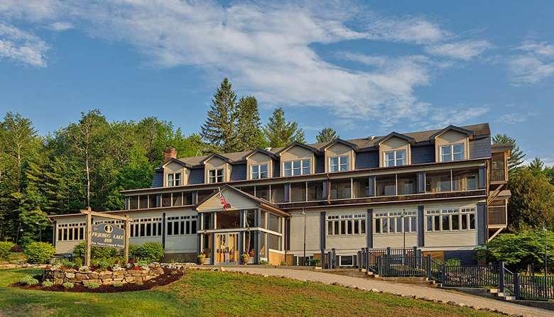 the exterior of friends lake inn