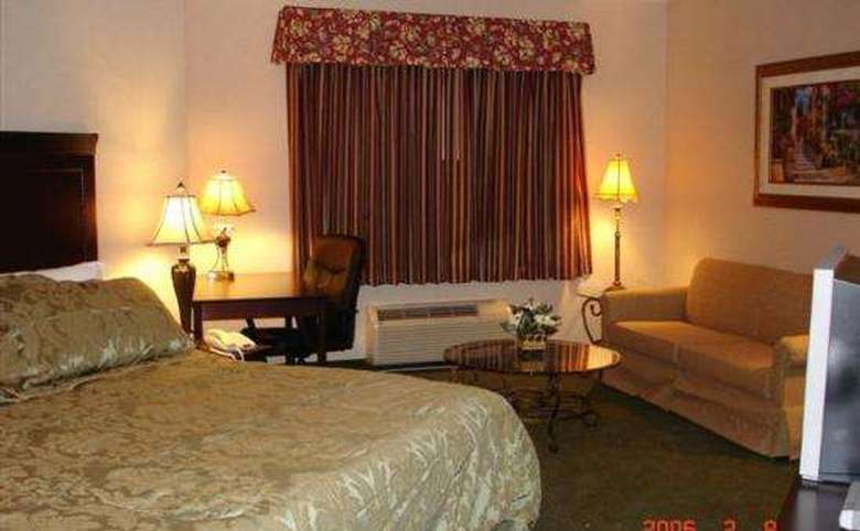 La Quinta Inn & Suites Albany Airport (6)