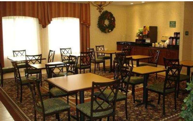 La Quinta Inn & Suites Albany Airport (7)