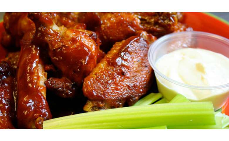 chicken wings with blue cheese and celery