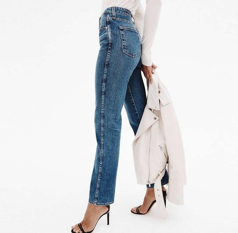 woman wearing straight cut jeans in black heels