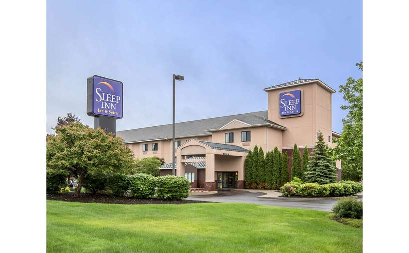 Sleep Inn & Suites Lake George (1)