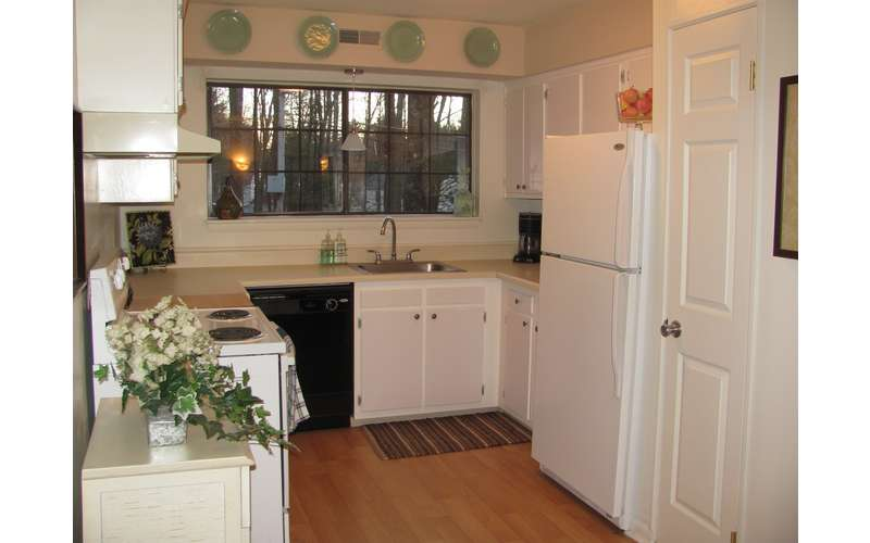 OPEN KITCHENS WITH PICTURE WINDOWS