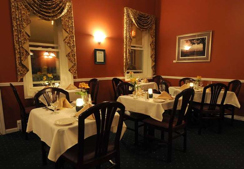 dining area inside Lake Ridge Restaurant