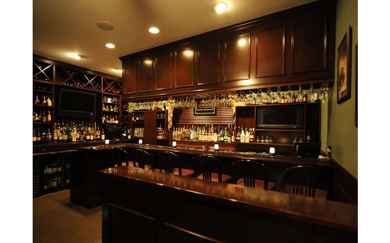 bar inside Lake Ridge Restaurant