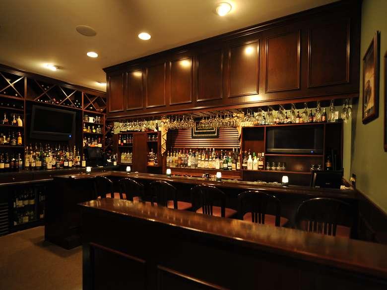 bar inside Lake Ridge Restaurant