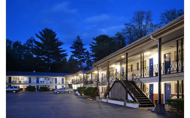 Turf And Spa Motel 1