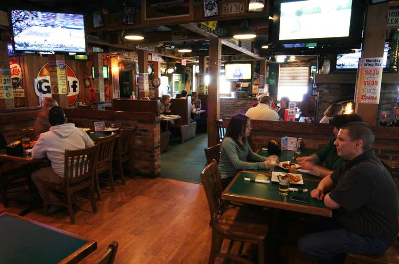 dining tables and tvs at o'tooles
