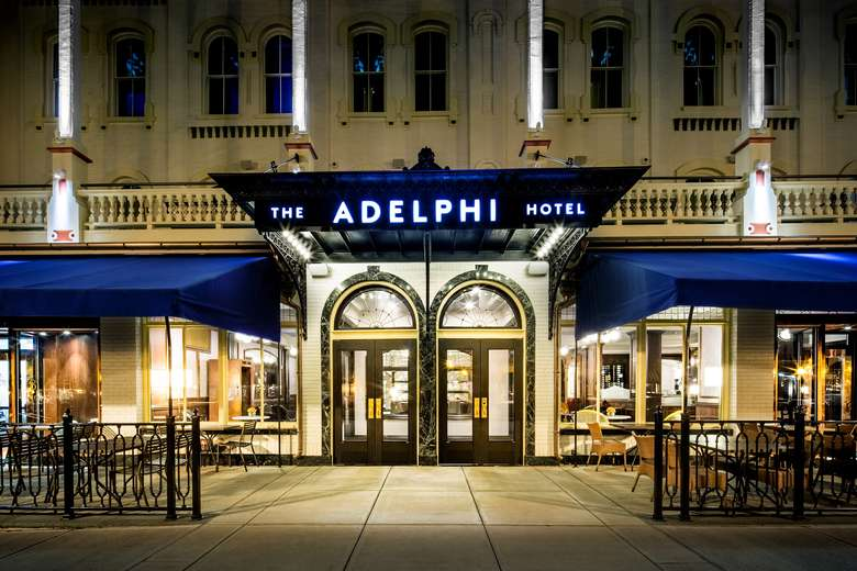 the front entrance of the adelphi hotel at night
