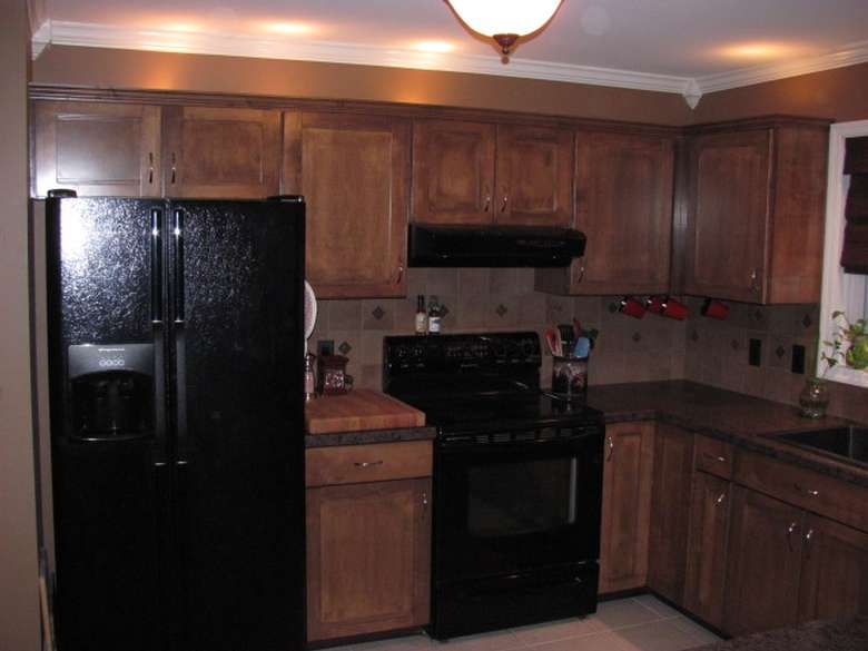AFTER KITCHEN CABINET RE-FINISHING