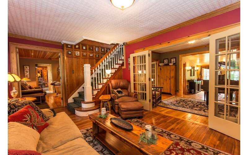 Exceptionnel Enjoy Rustic Accommodations In The Main Adirondack Lodge At Dillon Hill Inn.