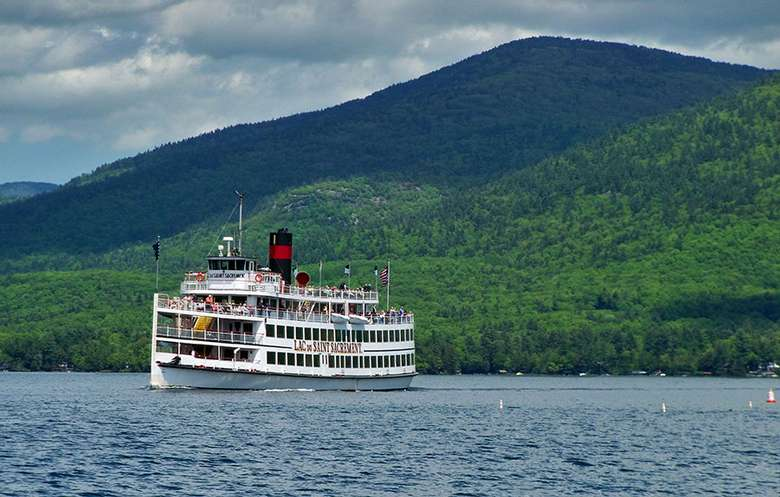 the lac du saint sacrement steamboat on lake george
