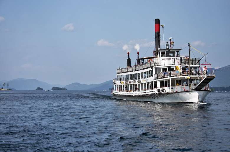 the minnehaha paddlewheel steamboat on lake george