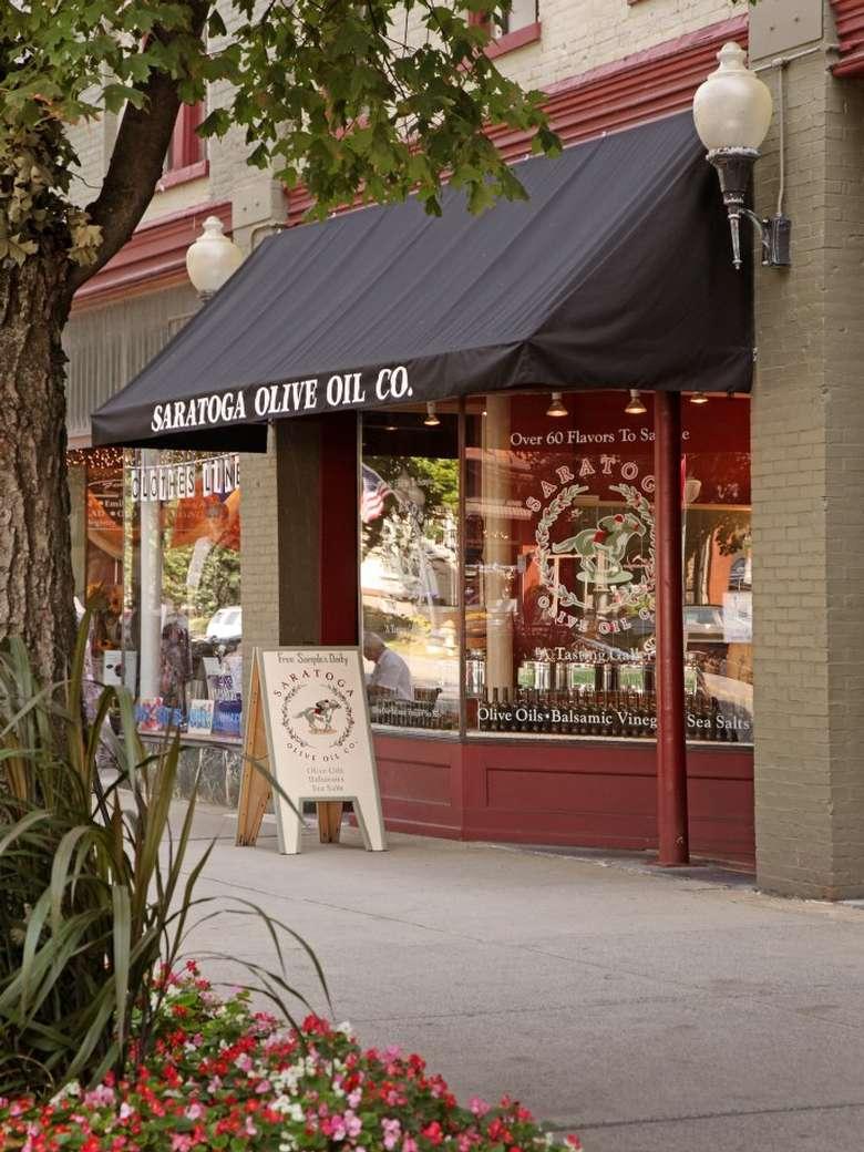 exterior of saratoga olive oil's downtown saratoga location