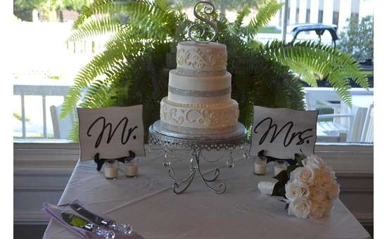 Wedding cake with MR and MRS signs next to it