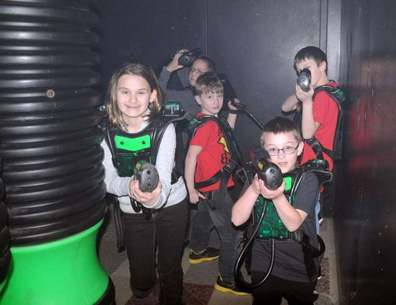 kids posing with laser tag guns