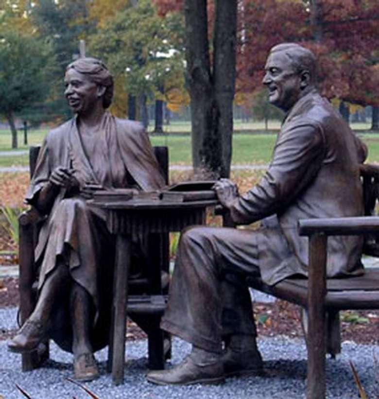 statues at Roosevelt Estate
