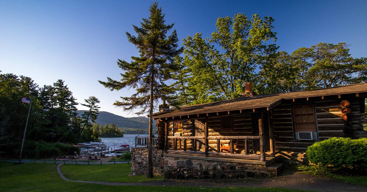 Lake George Cabins And Cottages In The Village On The
