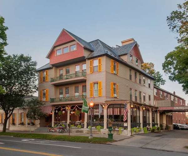 exterior photo of the Inn at Saratoga