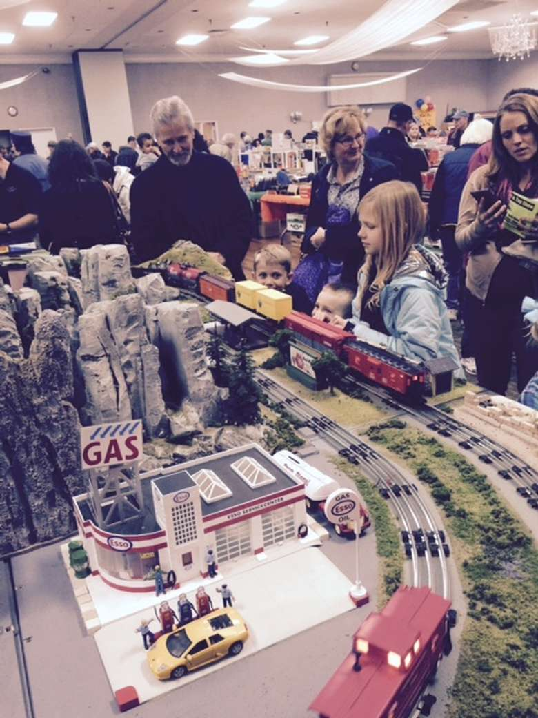 kids and people looking up close at a model train set