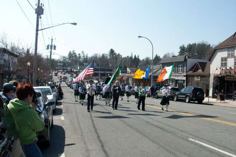 parade marchers during st patrick's day