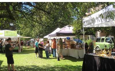 a vendor market outside