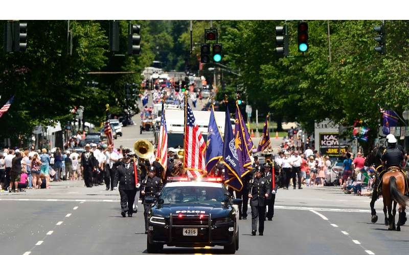 Memorial Day parade coming down the street
