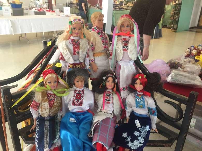 dolls dressed in polish attire