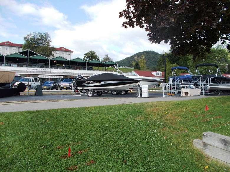 boats at the lake george boat show