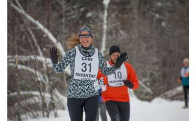 people running in a snowshoe race