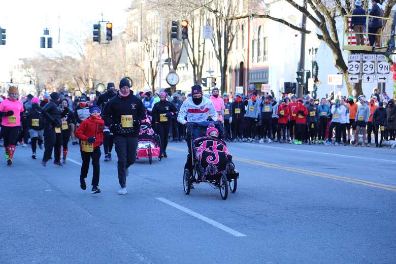 participants racing in the turkey trot