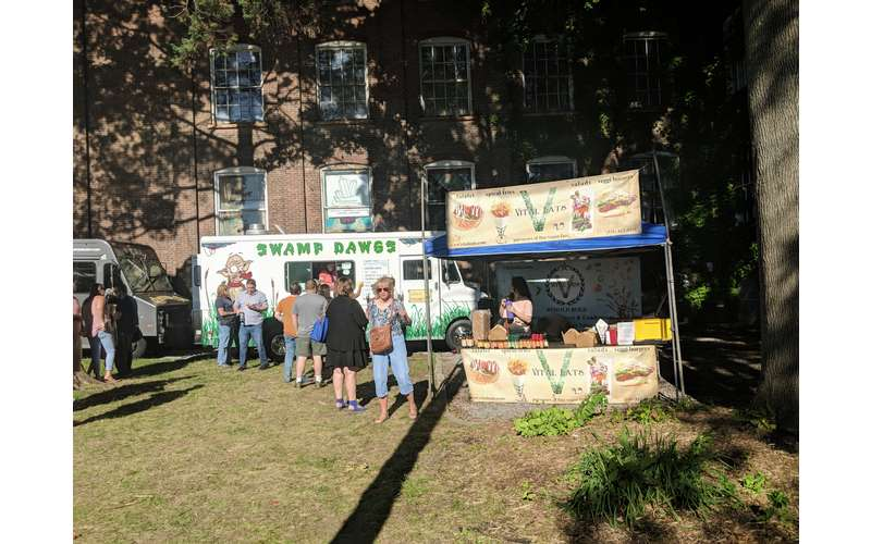 Thursday Market/Food Truck Corral at The Shirt Factory (4)