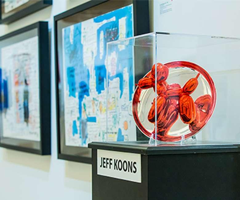 jeff koons display photo