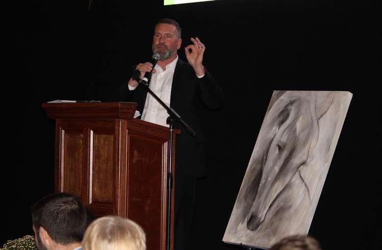 Auctioneer Chris Ward