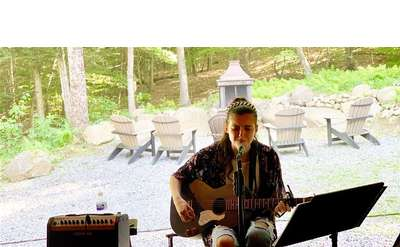 Charlotte Reilly Performs at LRH Winery