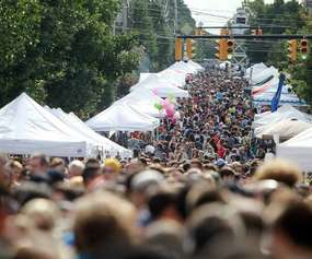 larkfest crowd