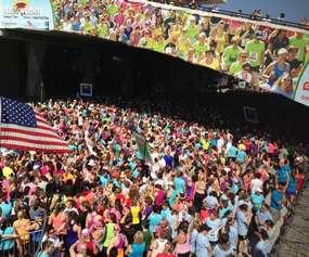 crowd of women running