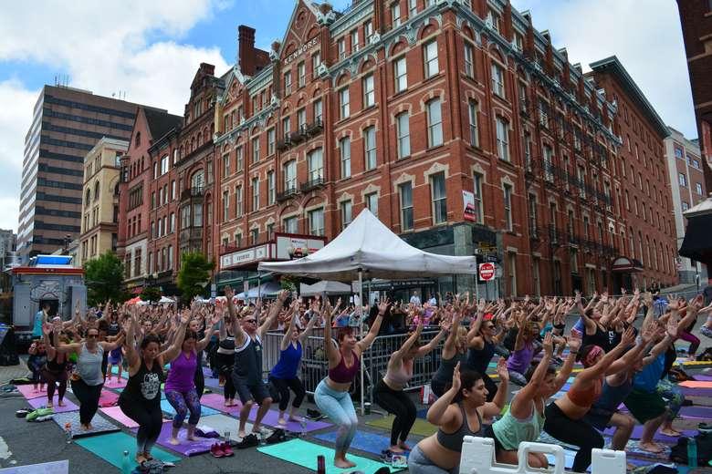 yoga on street