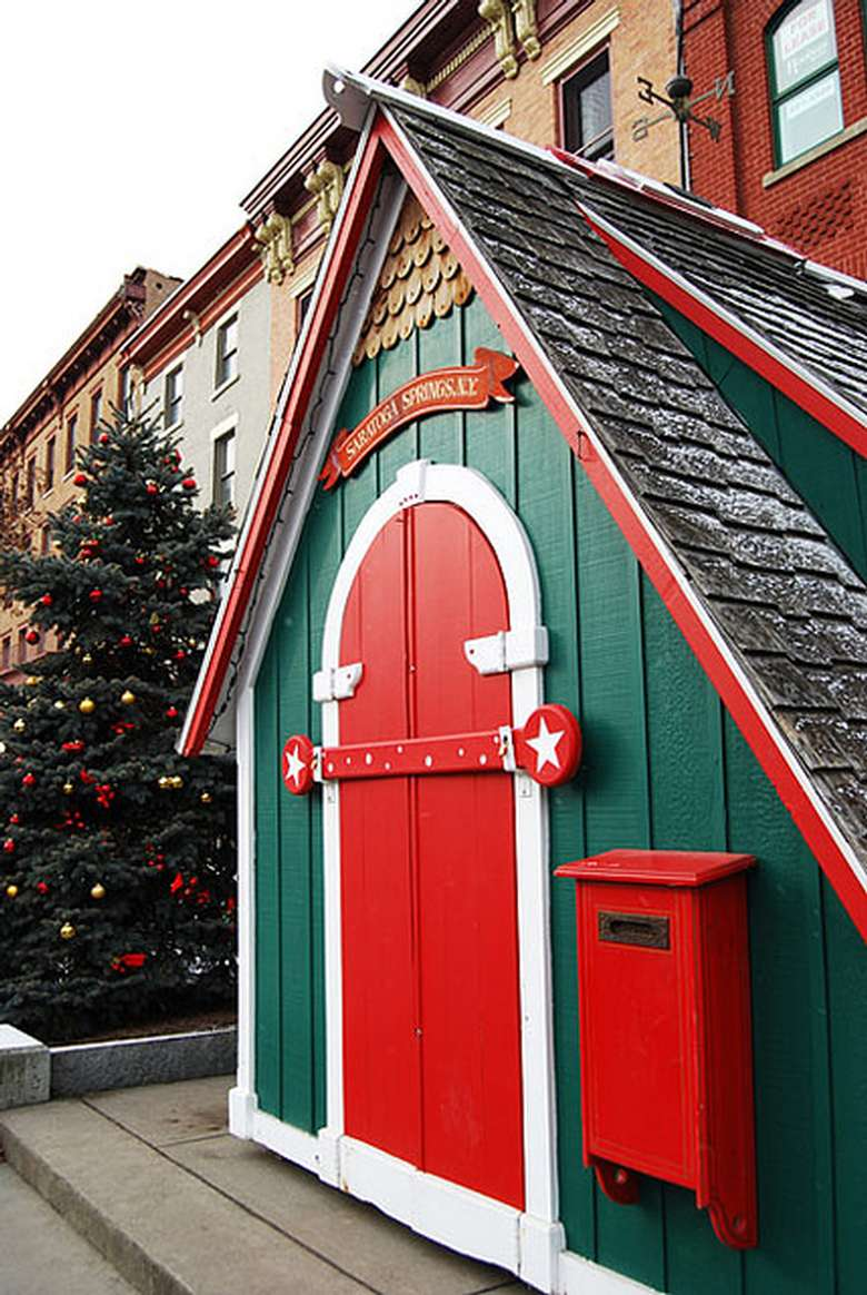 santa's cottage in saratoga springs ny