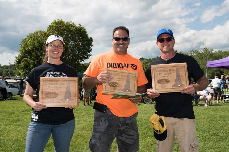 car show winners with plaques