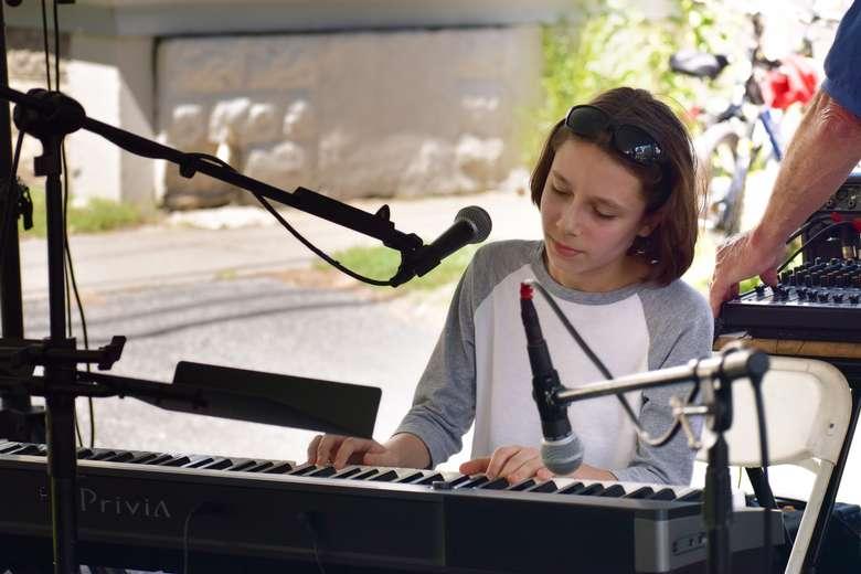 woman on piano