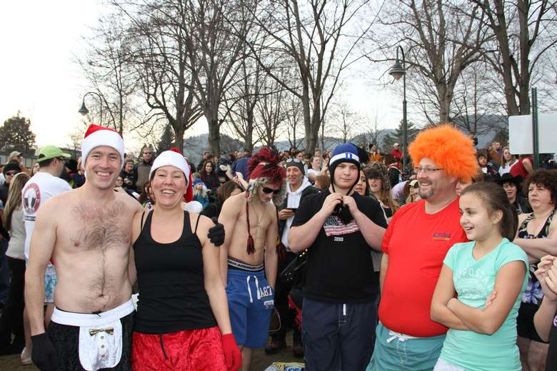 crowd of people dressed up for a fun polar plunge event