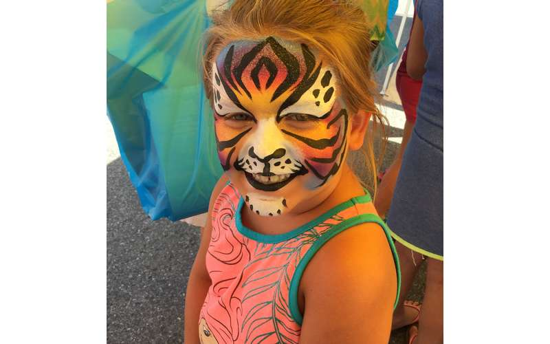 girl with tiger face paint